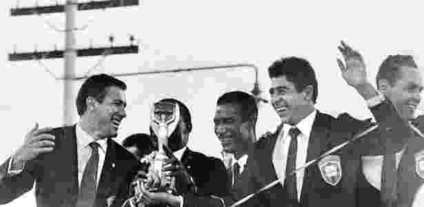 Bellini, Djalma Santos, Didi e Mauro (esq. para dir.) celebram em São Paulo o título mundial de 62 - Arquivo Agência Estado