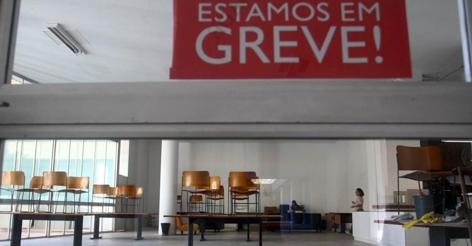 Biblioteca da UFRJ está fechada por causa da greve de professores e funcionários
