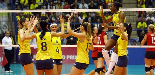 Brasileiras festejam após ponto conquistado na vitória contra a Alemanha, em São Bernardo