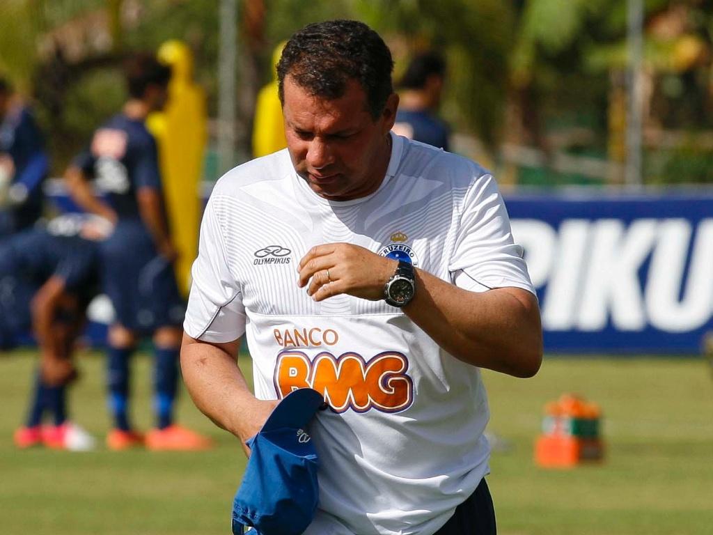Celso Roth comanda treino do Cruzeiro na Toca da raposa II (15/6/2012)