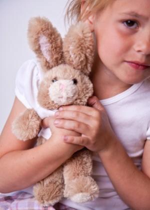 Assim como bater, humilhar, aterrorizar ou ameaçar uma criança não educa, só traumatiza - Thinkstock