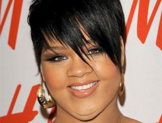Engordar - Para brincar com a imagem das celebridades, alguns sites tratam de mostrar como elas seriam caso ganhasse um peso extra. Na imagem, a cantora Rihanna