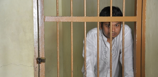 Alexander Aan foi preso por causa de mensagens que escreveu no Facebook - AFP