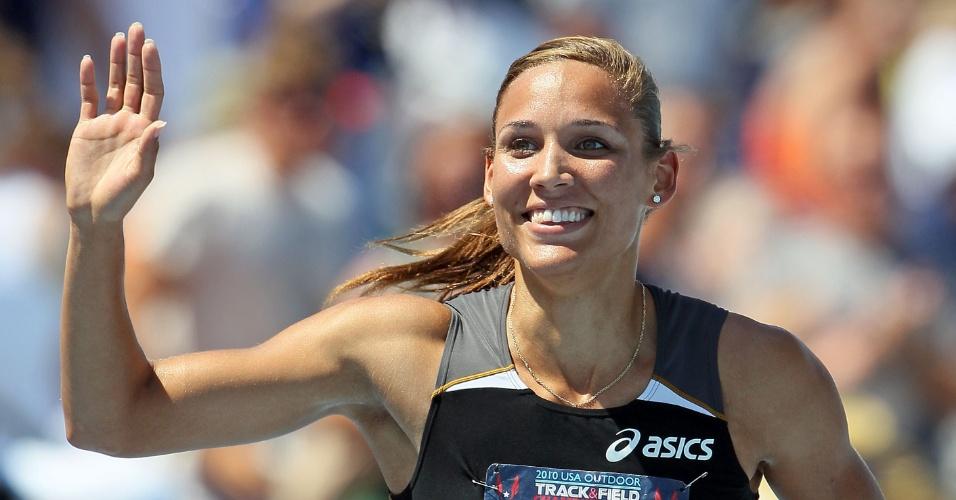 Lolo Jones comemora após vencer prova dos 100 m com barreiras nos Estados Unidos (26/06/2010)