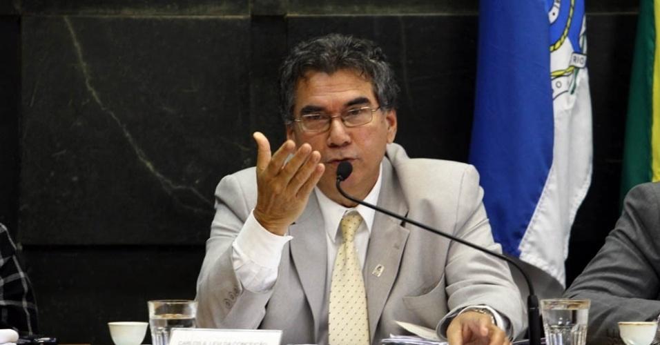 Na última quinta-feira (14), o Conselho Universitário da UFRJ esteve reunido. O encontro presidido pelo reitor da UFRJ, Carlos Levi, (foto) discutiu a aprovação de moção de apoio à greve dos servidores técnico-administrativos e dos estudantes