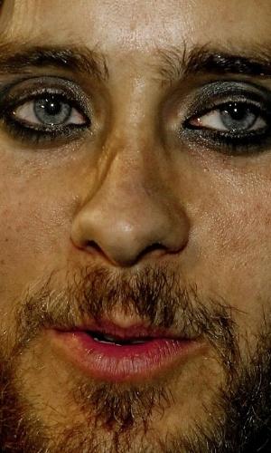 Não usar o Photoshop - Uma das ''maldades'' possíveis com as celebridades é justamente não usar o programa de edição de imagens para esconder imperfeições. O site ''Celebrity Close Up'' tem alguns flagras que mostram de perto rostos de famosos. Na foto,o ator e cantor Jared Leto
