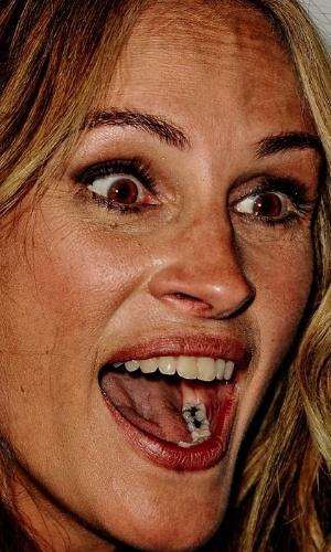 Não usar o Photoshop - Uma das ''maldades'' possíveis com as celebridades é justamente não usar o programa de edição de imagens para esconder imperfeições. O site ''Celebrity Close Up'' tem alguns flagras que mostram de perto rostos de famosos. Na foto,  Julia Roberts
