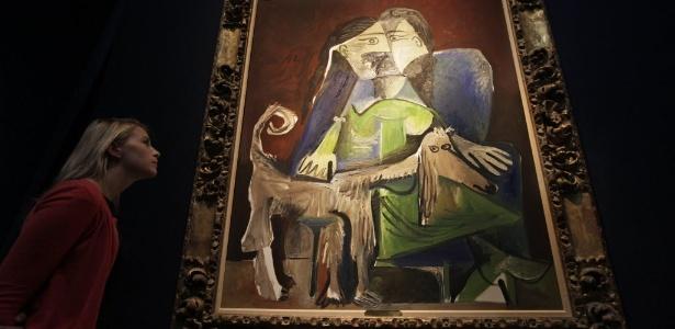 """Obra inédita do pintor Pablo Picasso, """"Femme Au Chien"""", está exposta para venda em Londres (15/6/12). O quadro está estimado entre 9 e 13 milhões de euros - AP Photo/Lefteris Pitarakis"""
