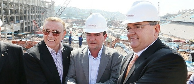 Presidente da CBF, José Maria Marin (esq), visita as obras do futuro estádio em Itaquera, palco da abertura da Copa de 2014 ao lado de Andrés Sanchez e Mário Gobbi (15/06/2012)