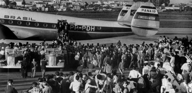 Seleção de 1962 é recebida com festa no aeroporto após o título no Chile