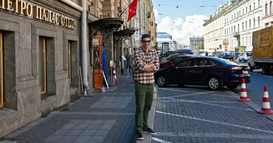 Reynaldo Gianecchini viajou para São Petersburgo, Rússia (15/6/12)