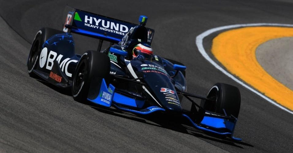 Rubens Barrichello conduz seu carro durante o treino de sexta-feira para a etapa de Milwaukee da Indy