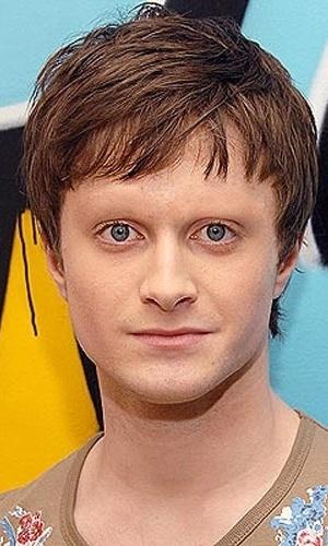 Tirar as sobrancelhas - Outro truque de Photoshop que deixa as celebridades com aparência bizarra é apagar totalmente suas sobrancelhas. Na foto, o ator Daniel Radcliffe