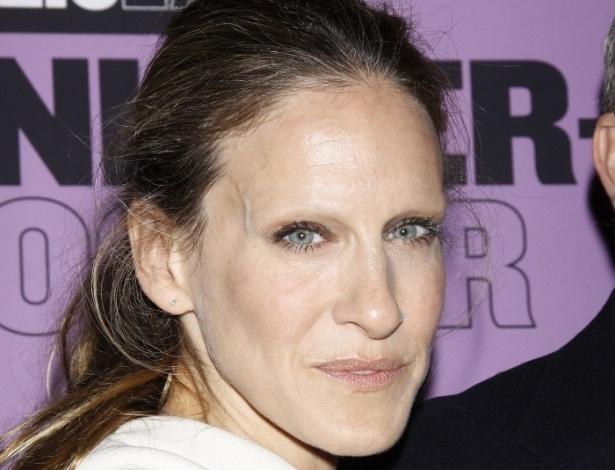 Tirar as sobrancelhas - Outro truque de Photoshop que deixa as celebridades com aparência bizarra é apagar totalmente suas sobrancelhas. Na foto, Sarah Jessica Parker