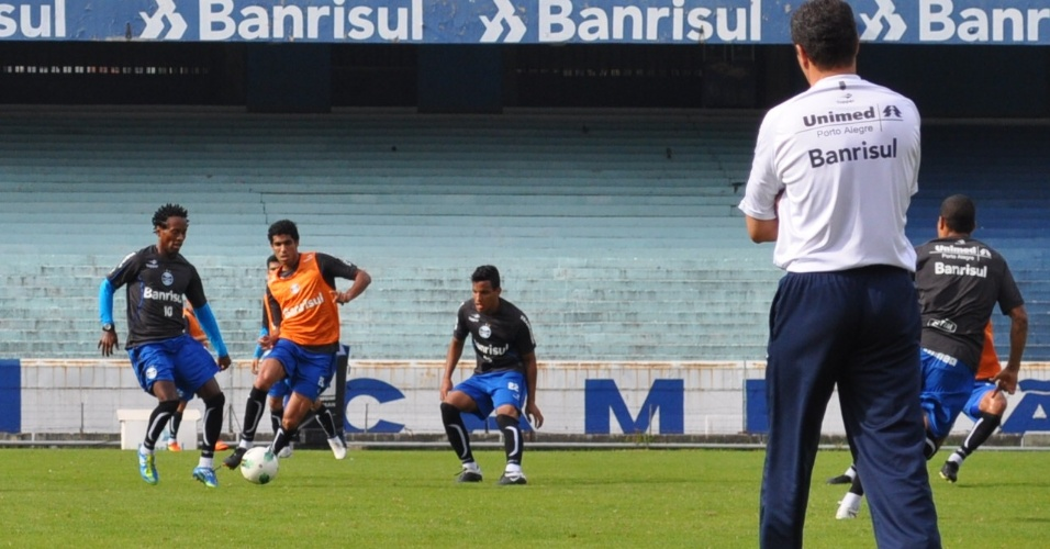 Vanderlei Luxemburgo observa primeiro treinamento de Zé Roberto com o grupo do Grêmio (15/06/2012)