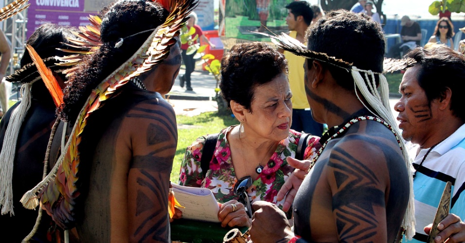 16.jun.2012 - Índios marcam presença na Cúpula dos Povos, um dos maiores eventos paralelos da Rio+20, Conferência da ONU sobre Desenvolvimento Sustentável