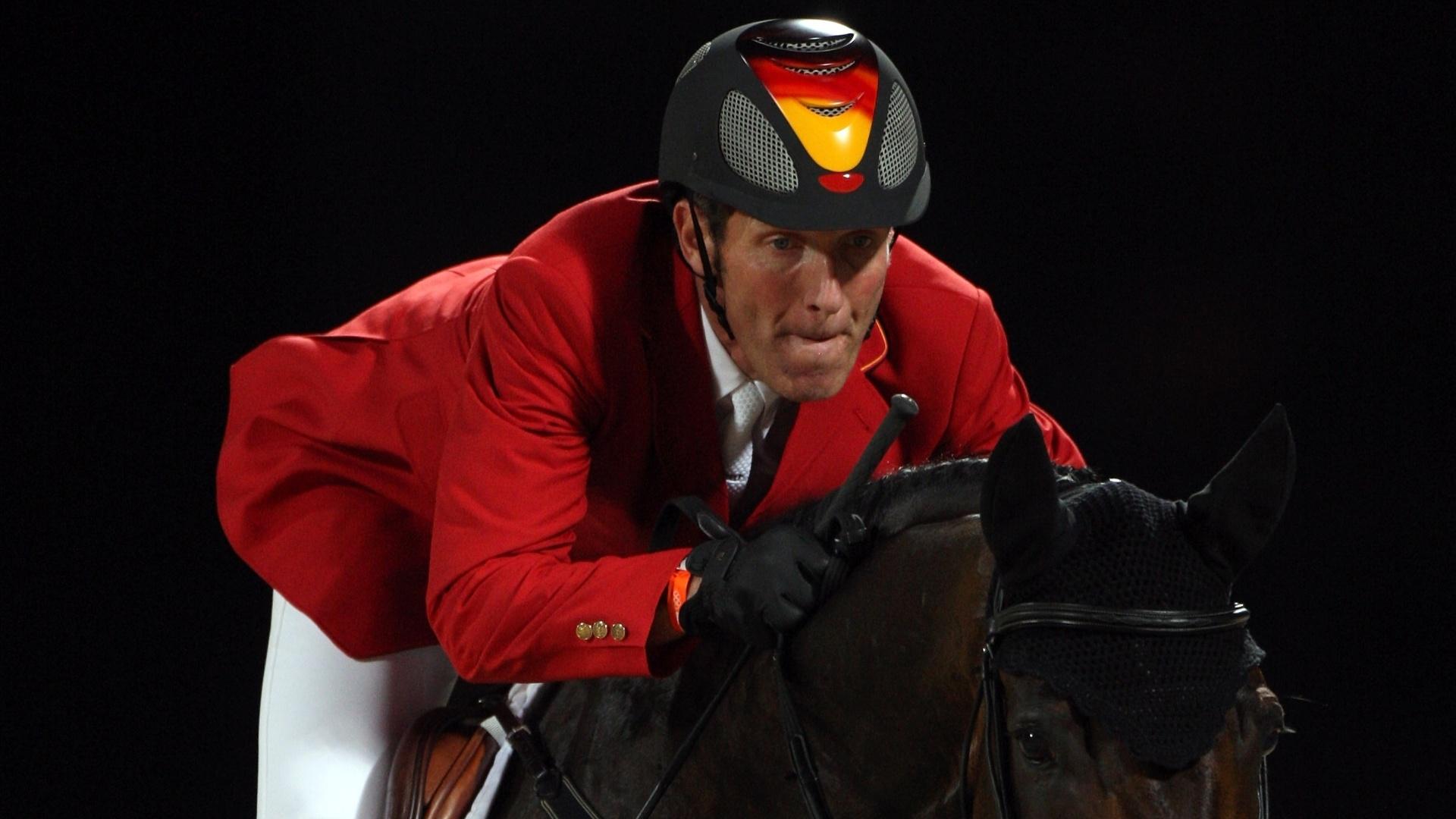 Aos 48 anos, Ludger Beerbaum é um dos atletas mais experientes da Olimpíada, mas também um dos mais vencedores. Seu primeiro ouro foi em Seul, em 1988, no salto por equipes, ainda pela antiga Alemanha Ocidental. Com o país já unificado, ele ganhou o salto individual em 1992, e por equipes em 1996 e 2000. Em 2004, chegou a participar do ouro da seleção alemã, mas como seu cavalo foi pego no exame antidoping, ele perdeu a medalha e o restante do time caiu para o bronze.