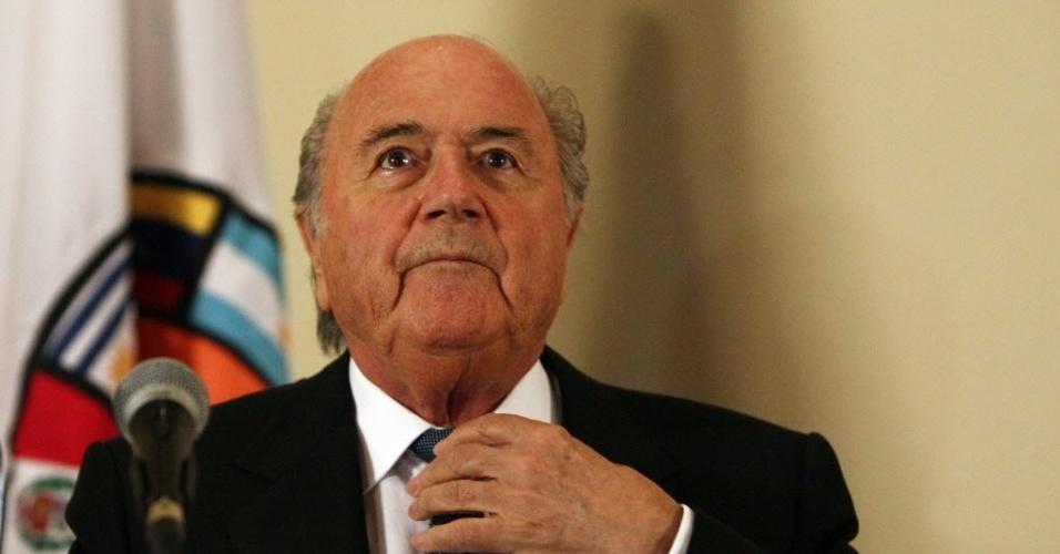 Joseph Blatter participa de evento em homenagem aos 50 anos da Copa do Mundo no Chile