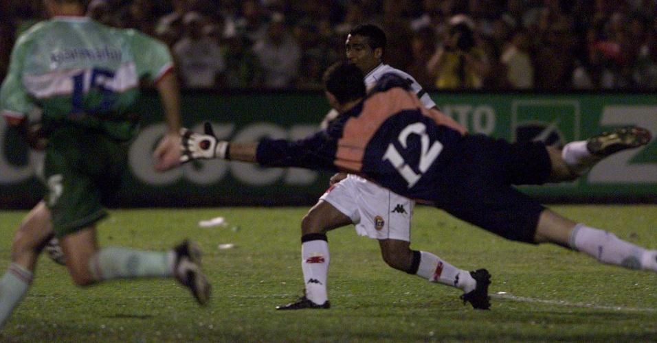 Romário marca gol da virada por 4 a 3 em cima do Palmeiras