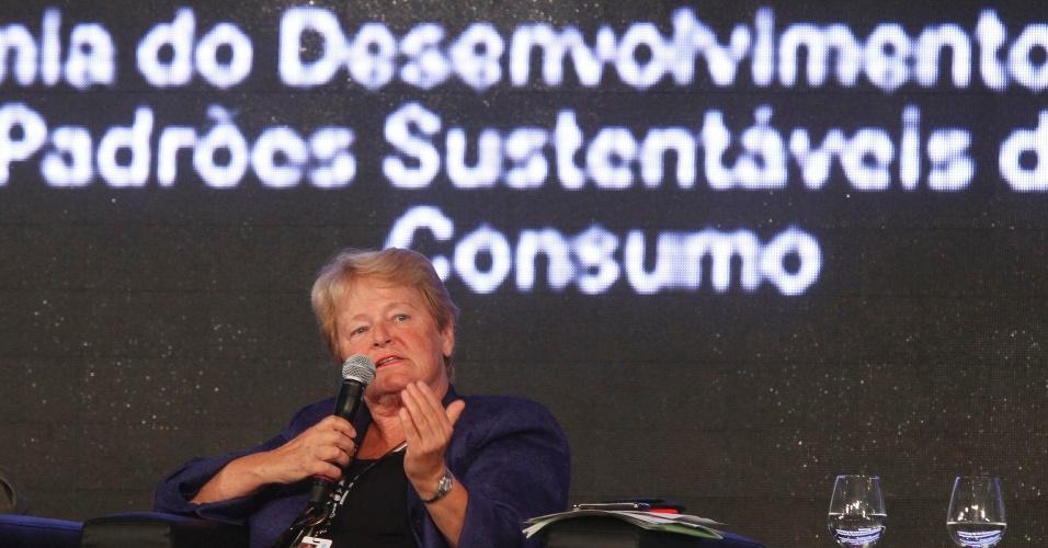 """17.jun.2012 - A ex-primeira-ministra da Noruega Gro Harlem Brundtland, criadora do conceito de desenvolvimento sustentável, participou da quarta plenária dos Diálogos para o Desenvolvimento Sustentável. A principal questão discutida foi a necessidade do envolvimento de governos na criação de leis e taxas para as indústrias """"sujas"""". """"É crucial evitar os subsídios danosos. Os governos precisam orientar a mudança nos padrões de consumo e torná-los mais sustentáveis"""", disse Brundtland"""