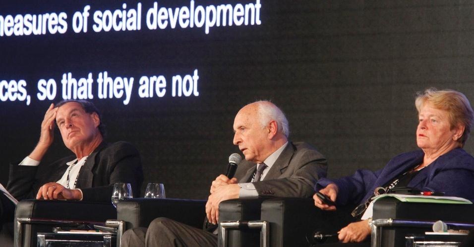 17.jun.2012 - O ex-ministro Rubens Ricupero participou da quarta plenária dos Diálogos para o Desenvolvimento Sustentável, que definirá as recomendações da sociedade civil para os chefes de Estado que participarão da Rio+20, Conferência da ONU sobre Desenvolvimento Sustentável