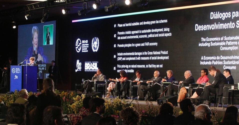 17.jun.2012 - Outras recomendações aprovadas na quarta plenária dos Diálogos para o Desenvolvimento Sustentável são incluir danos ambientais no Produto Nacional Bruto (PNB) e eliminar progressivamente os subsídios danosos e promover mecanismos fiscais verdes