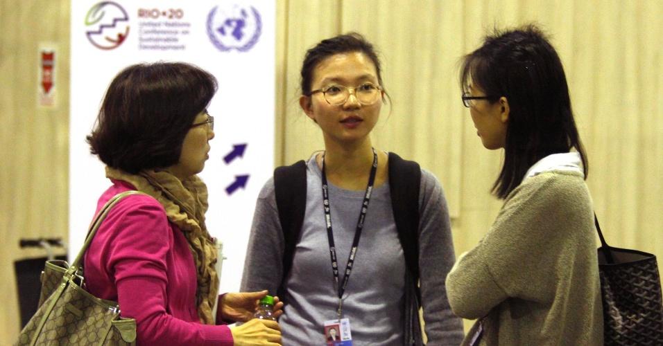 17.jun.2012 - Participantes de diversos países participam do Fórum de Desenvolvimento Sustentável realizado na Rio+20, Conferência da ONU sobre Desenvolvimento Sustentável