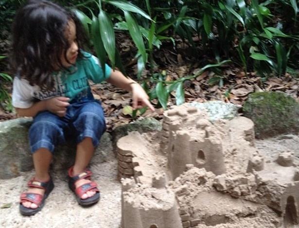 """A cantora Gaby Amarantos postou uma foto do filho Davi no Twitter. """"Mas o teu amor me cura!"""", escreveu (17/6/12)"""