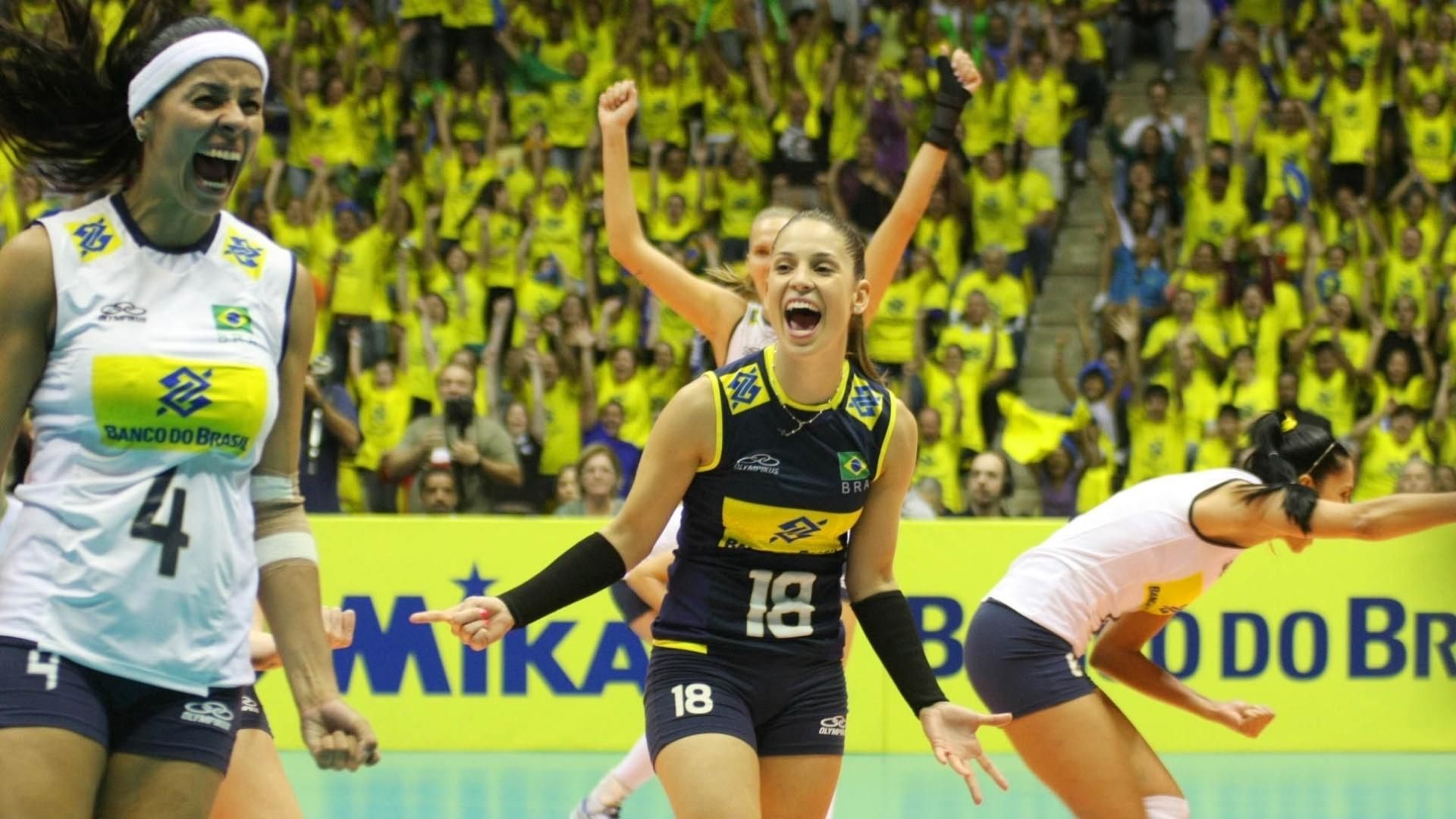 Brasileiras comemoram bastante após ponto marcado na derrota para os Estados Unidos, em São Berado