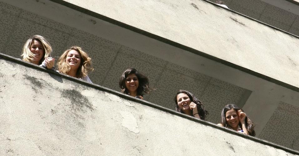 Candidatos aguardam início das provas do vestibular 2012 de inverno da PUC-SP (Pontifícia Universidade Católica de São Paulo). O exame acontece das 13h às 18h. Após as 19h30, o UOL Vestibular terá a correção online das provas