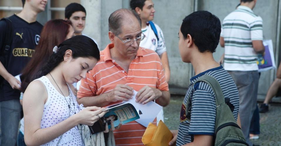 Candidatos aguardam o início da prova do 1º Exame de Qualificação do vestibular de 2013 da Uerj (Universidade do Estado do Rio de Janeiro). O exame começou às 9h