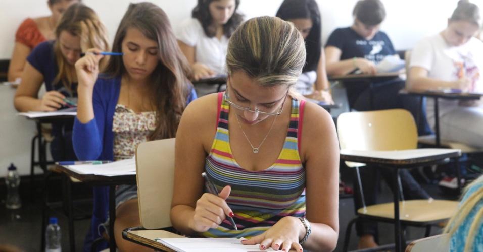 Candidatos fazem a prova do 1º Exame de Qualificação da Uerj (Universidade do Estado do Rio de Janeiro), neste domingo (17). A previsão é que o gabarito seja divulgado a partir das 15h de hoje