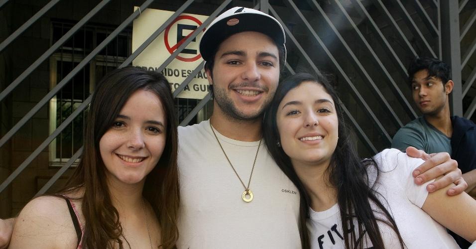 Erika Ferres, 17, Pedro Torres, 23, e Gabriela Sakr, 17, fazem o vestibular de inverno da PUC-SP para o curso de direito