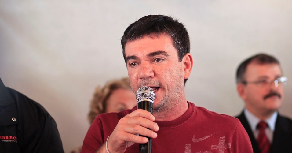 Ex-presidente do Corinthians e atual diretor de seleções da CBF, Andrés Sanchez marcou presença no casamento coletivo