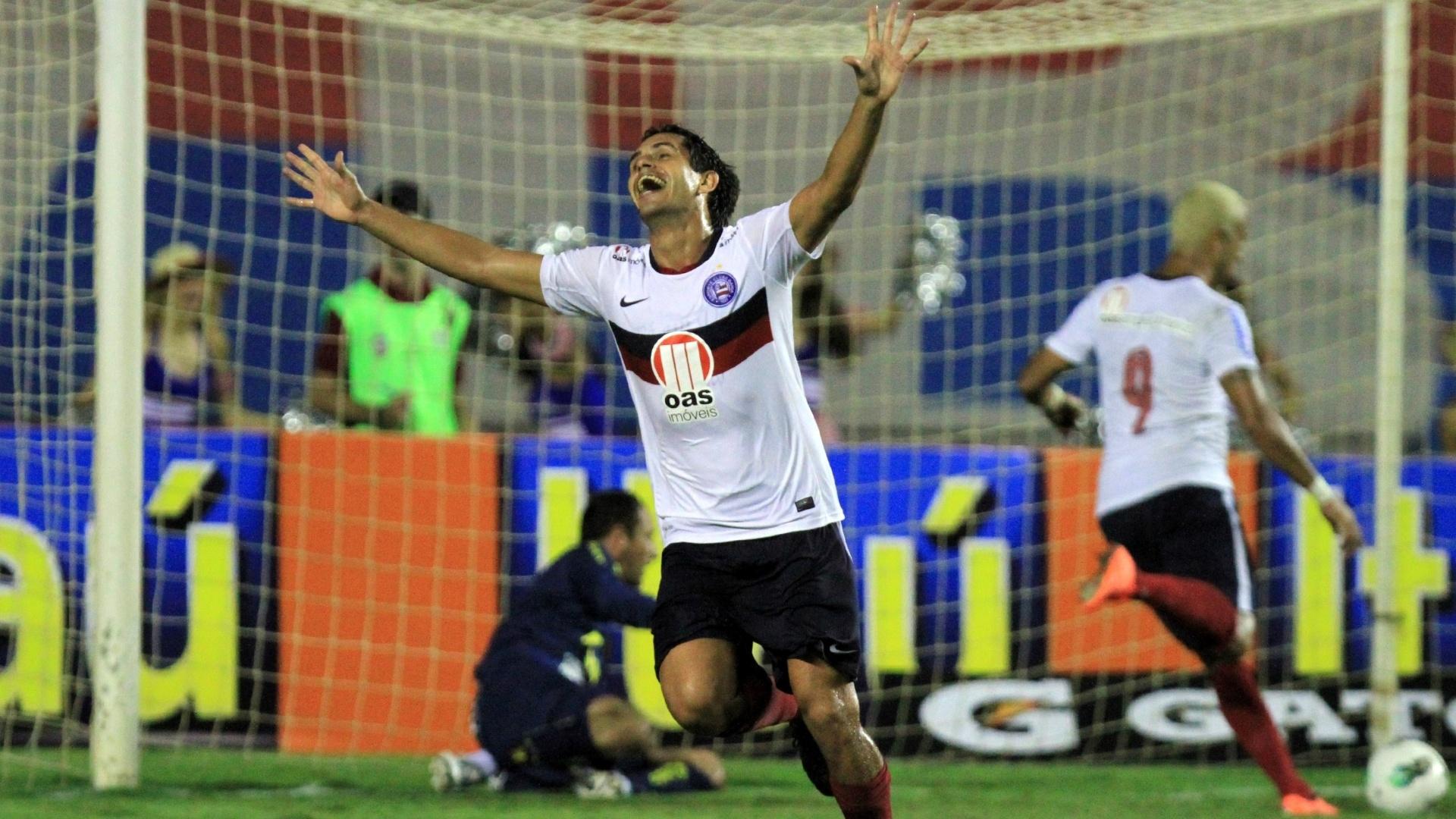Fahel, do Bahia, comemora após marcar o gol da vitória da equipe contra o Sport
