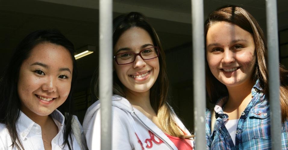 Laís Nakashima, 18, Gabriela Lobo, 17, e Bruna Campos, 18, fazem o vestibular de inverno da PUC-SP para o curso de direito