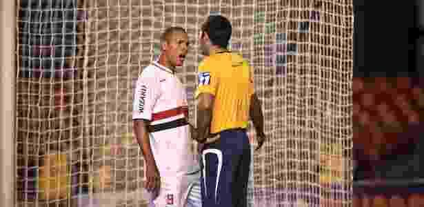 Luis Fabiano já foi expulso seis vezes por discutir com a arbitragem - Leandro Moraes/UOL