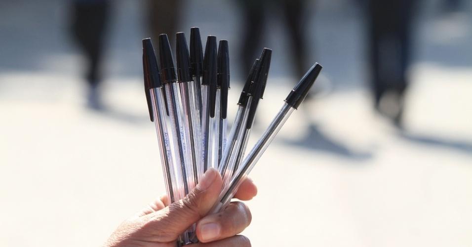 O candidato precisa levar (ou comprar no local) caneta esferográfica de tinta azul ou preta