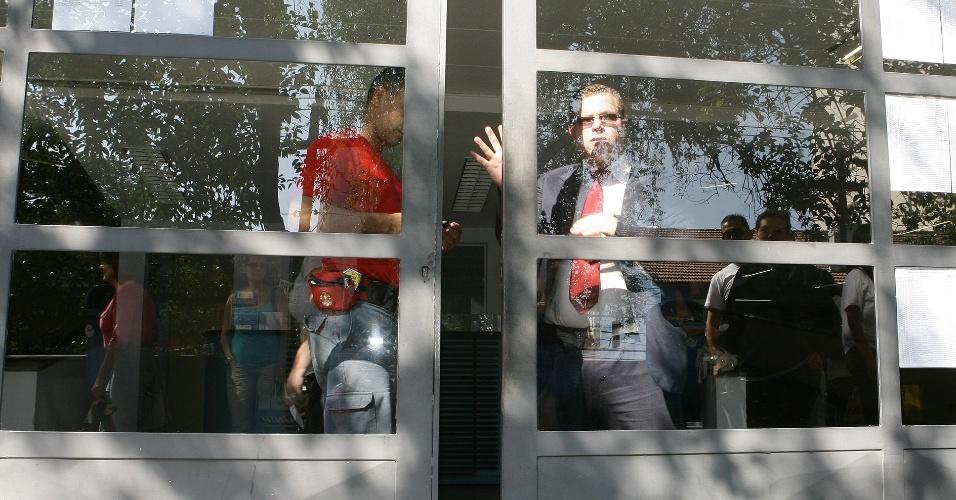 Os candidatos da PUC-SP (Pontifícia Universidade Católica de São Paulo) foram orientados a chegar ao local de prova até as 12h45, porém a entrada só foi proibida a partir das 13h
