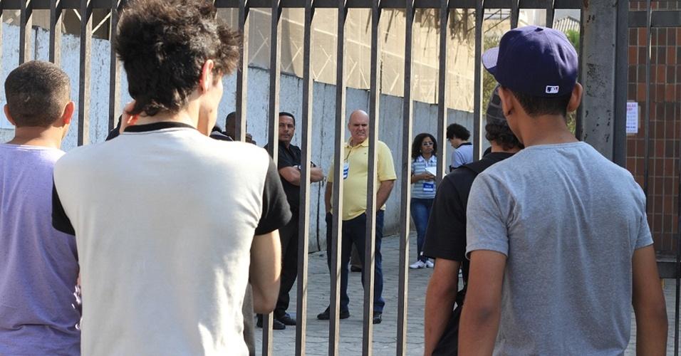 Os portões foram fechados às 13h30. Quem se atrasou ficou do lado de fora