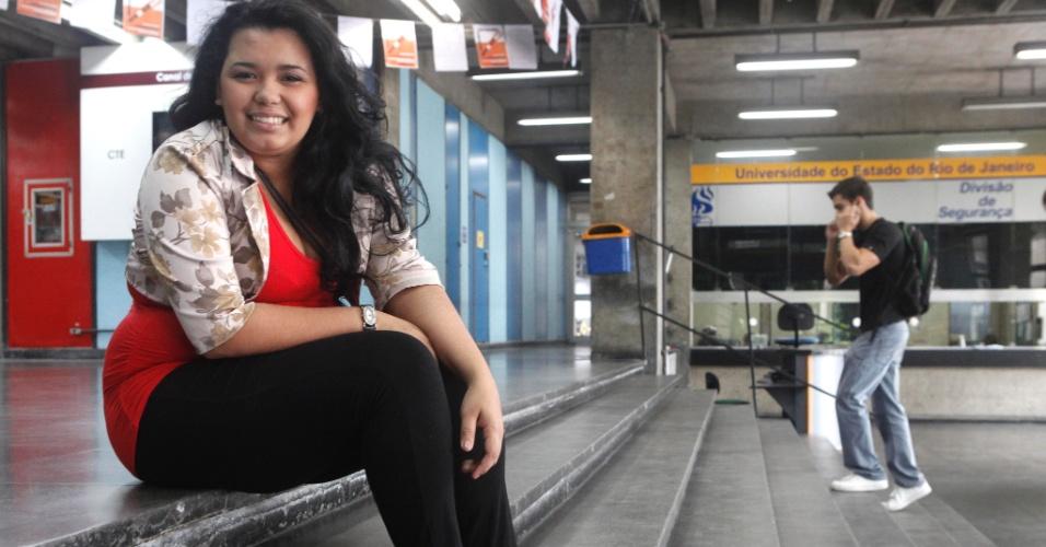 """Para Isabela Andrade, 19, que tenta uma vaga em medicina, a prova de hoje """"estava fácil"""""""