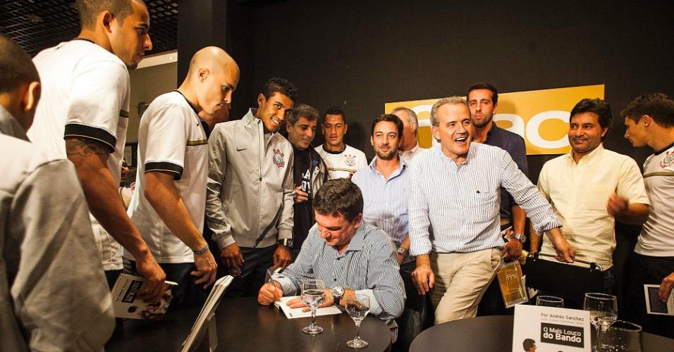 Jogadores do Corinthians compareceram ao lançamento do livro de Andrés Sanchez