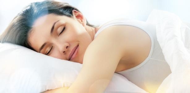 É durante o sono que o organismo absorve melhor as propriedades antienvelhecimento presentes nos cremes faciais - Thinkstock