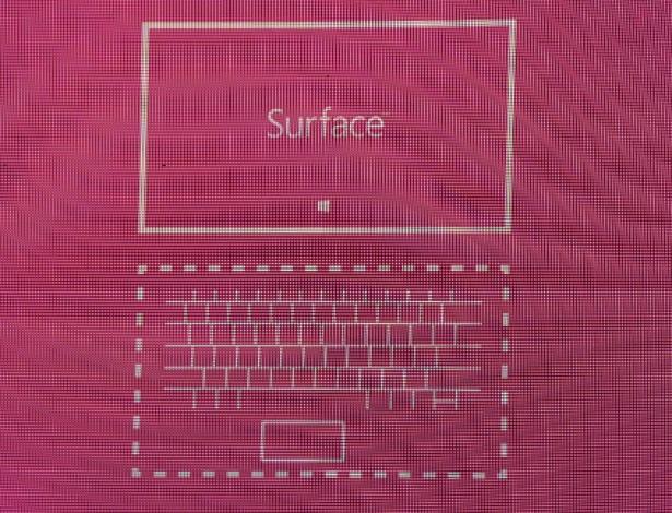 O equipamento já virá com uma capa para apoiá-lo, como a smart case do iPad. O aparelho também terá suporte a um teclado touchscreen para facilitar na produção de conteúdo no portátil