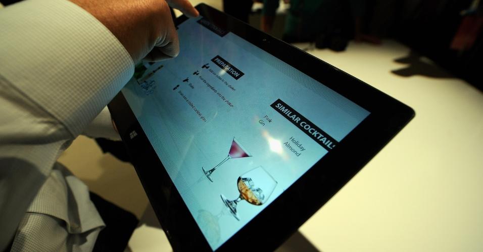 A Microsoft afirma que o Surface na versão com Windows 8 Pro terá suporte a uma caneta para que o usuário possa fazer anotações diretamente no display do portátil