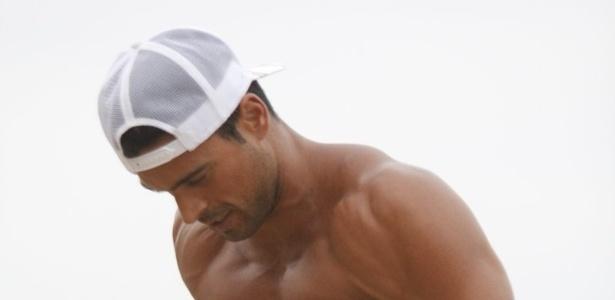 Gustavo Salyer se exercitou pela orla da praia do Arpoador, zona sul do Rio (19/6/12). O modelo foi eliminado do reality show