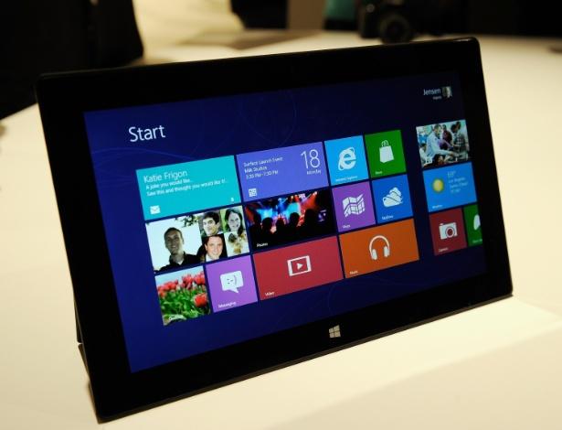 O aparelho terá duas versões: uma com o sistema operacional Windows 8 RT (específico para plataforma de processadores ARM, feito pela Nvidia e outras fabricantes) e outra com o Windows 8 Pro (com processadores Intel)