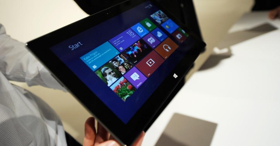 O Surface com Windows 8 RT será lançado antes que o Pro -- precisamente junto com o lançamento mundial do sucessor do Windows 7, previsto para setembro ou outubro