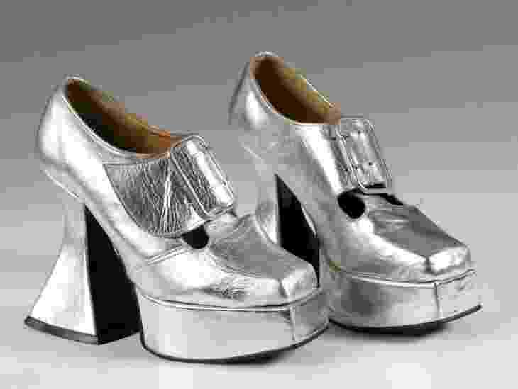 Sapatos de plataforma criados pelo estilista John Fluevog, da marca Sacha, nos anos 1970 - John Roan/ The Shoe Collection, Northampton Museums & Art Gallery/BBC