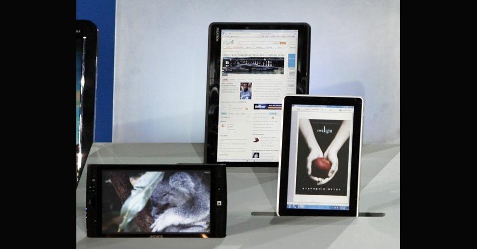 Segundo o site ''Apple Insider'', a HP produziu naquele ano apenas 9 mil unidades do HP Slate 500, ofertando o ultraportátil apenas para o mercado corporativo. A Apple, que lançou no mesmo ano o iPad, vendeu cerca de 14 milhões de tablets nos primeiros 12 meses